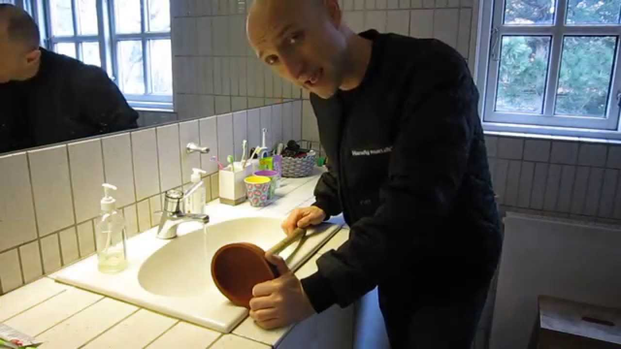 stoppet håndvask Rensning af et stoppet afløb   YouTube stoppet håndvask
