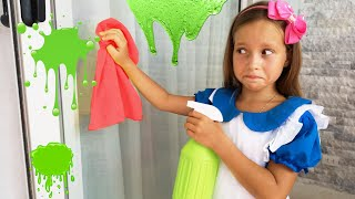 Sofia play with Cleaning Toys and Help Mom!