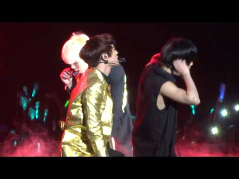 -HD- 'Nightmare' SHINee World III - Mexico City FANCAM
