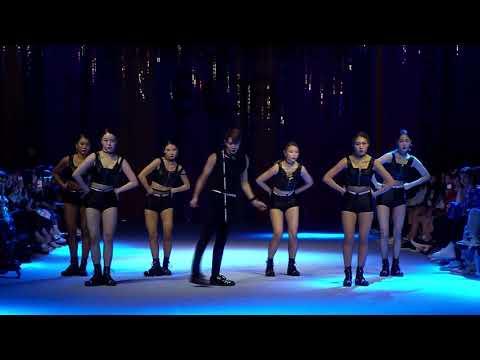 [SUPERCOMMA B / 슈퍼콤마비] 18SS Seoul Fashion Week - PERFORMANCE (태민 - Move)