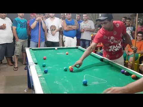 Maicon de Teixeira de Freitas vs Tita de Iturama, semi final do torneio de sinuca de Iturama