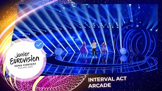 Duncan Laurence, Viki Gabor and Roksana Węgiel perform Arcade - Junior Eurovision 2020