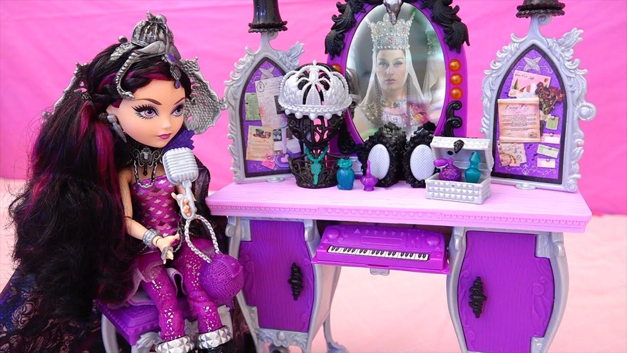 Raven Queen's Mom Appears In The Mirror ! Toys And Dolls