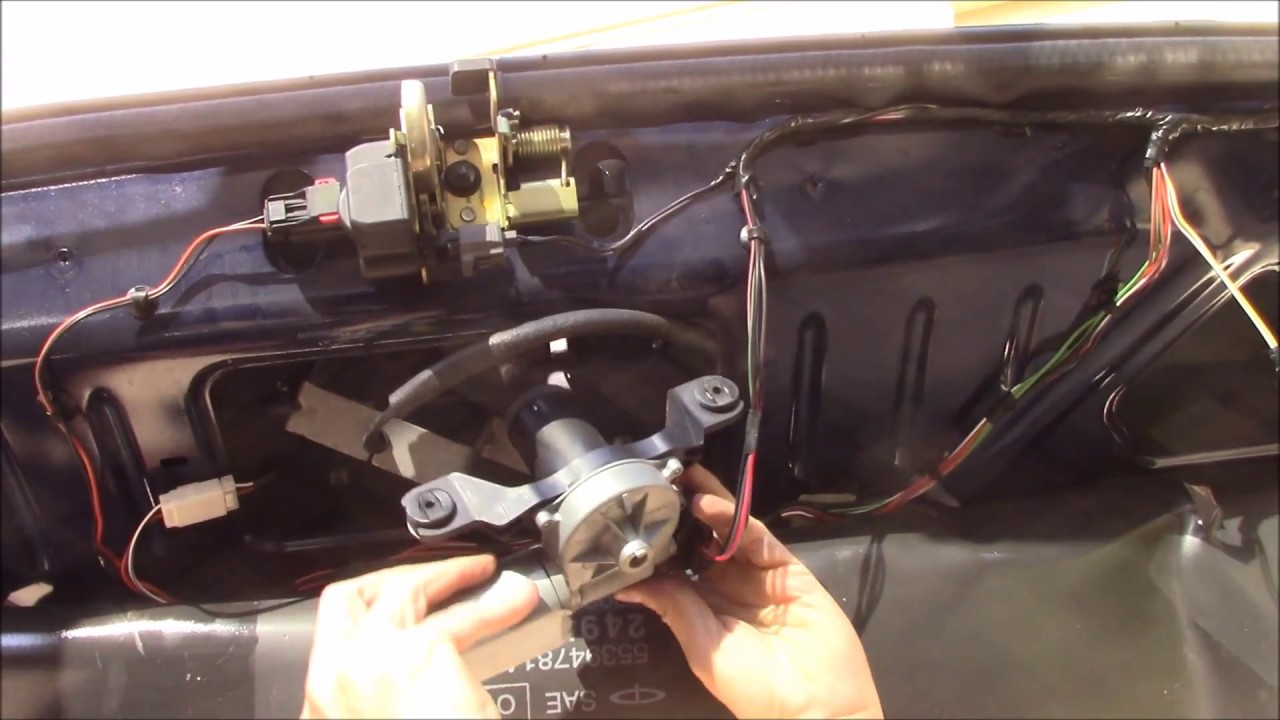 2006 jeep grand ckerokee wk rear wiper motor replacement youtube rh youtube com Dodge Hemi Engine Diagram 2009 Dodge Hemi Engine Diagrams