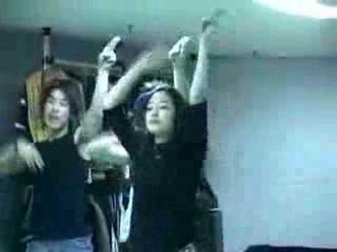 Park Shin Hye bailando
