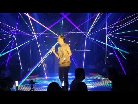 Nam ca sĩ Đàm Vĩnh Hưng tại New đêm 27.03