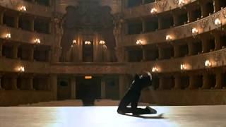 сцена из фильма Белые ночи, 1985  Михаил Барышников танцует под песню Высоцкого