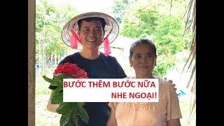 """Cười xỉu với bà ngoại 70 tuổi bị Khương Dừa kêu """"bước thêm bước nữa""""!"""
