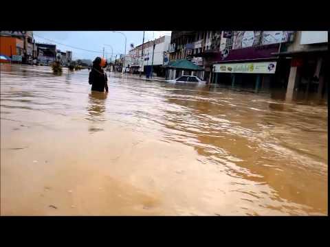 Banjir 2014 Jalan Ismail Petra Tanah Merah Kelantan