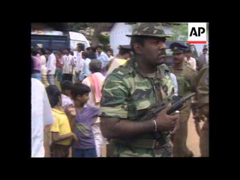 SRI LANKA: WEAPONS ISSUED TO CIVILIANS AS PROTECTION AGAINST TAMILS