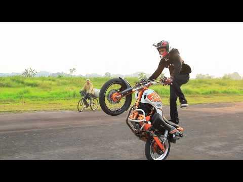 tasikmalaya freestyle motocycle (galih TREX).m4v
