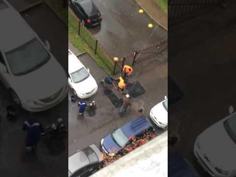 Асфальтирование луж в Невском районе.