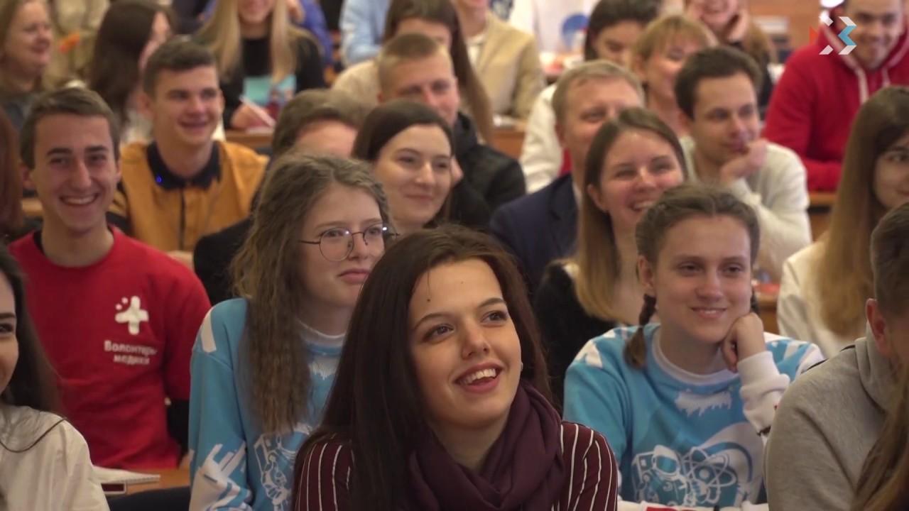 Губернатор Севастополя встретился с молодёжью в рамках проекта «Диалог на равных»
