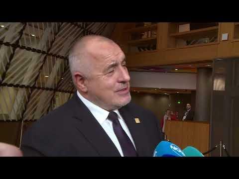 Искам национален консенсус, искам всички хора да разберат, че влизането в Еврозоната е за доброто за България - намаляване на лихви по кредитите, да не допускаме Европа на две скорости, стабилност на банковата системата. По време срещата за Многогодишната финансова рамка ще настоявам средствата по кохезионната и селскостопанска политика да не се намаляват, защото са изключително важни за нашата държава, но трябва да се заделят пари и за иновации и за новите технологии. Трябва да сме много предпазливи, защото бюджетът с 60 милиарда евро по-малко, което означава много трудни преговори, но аз съм диалогичен. Не давам оценка на президента Радев. Аз показах на събитието на КНСБ как политиците трябва да се държат, когато цялото общество ги гледа. Обединителят на нацията трябва да преценява с кои хора се сдружава и прави поход. Ние също може да изкараме сто души да го освиркват, но това няма да помогне по никакъв начин на държавата.