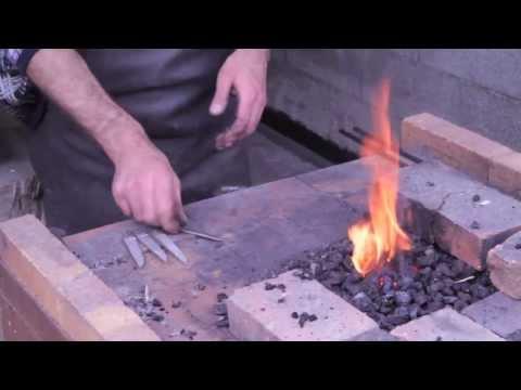 English Clip. Fabrication Des Couteaux - Laguiole En Aubrac - Coutellerie Paris Île Saint Louis