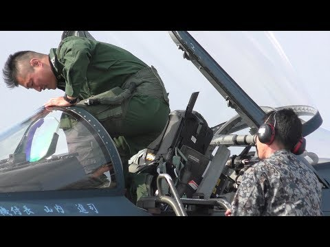 【緊急発進】F-2戦闘機 スクランブル発進!!! 2018 築城基地航空祭 / TSUIKI AIR SHOW SCRAMBLE DEMO 20181125