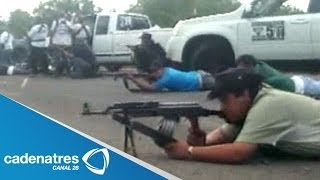 Repeat youtube video Autodefensas hacen suyo Nueva Italia, Michoacán; balacera contra narcos deja un muerto