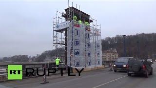 Власти литовского Каунаса убрали с моста советскую символику