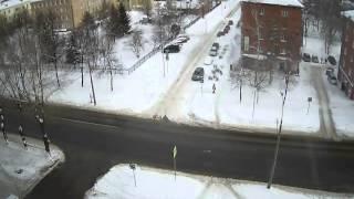 видео 102RUS(96) -  Новости с дорог Уфы, упал снег с крыши