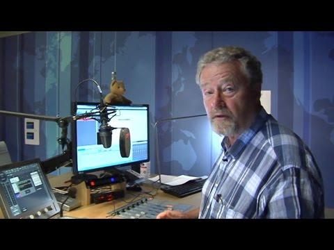 Vært på Radioavisen viser rundt i studiet efter rædselsudsendelse - DR Nyheder