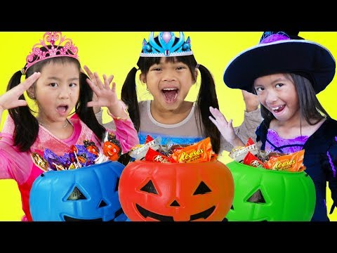 Emma Jannie & Wendy Pretend Play Halloween Trick Or Treat Costume Dress Up for Candy Haul