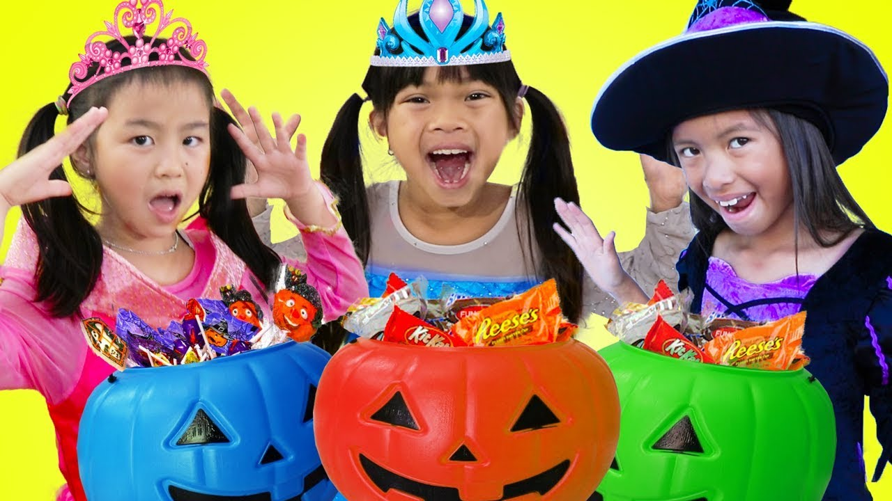 Emma Jannie & Wendy Pretend Play Halloween Trick Or Treat Costume Dress Up for Candy Haul 8
