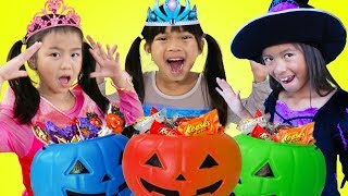 Download Emma Jannie & Wendy Pretend Play Halloween Trick Or Treat Costume Dress Up for Candy Haul Mp3 and Videos