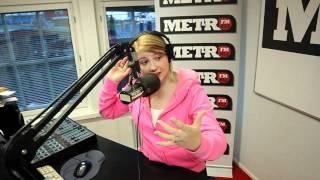 Lauralle hiuspidennys MetroFM:n suorassa lähetyksessä