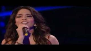 Vanessa Hudgens - When There Was Me And You (live)
