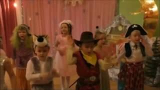 Новый год в детском саду. Новый год ёлка шарики хлопушки...Песня и движения