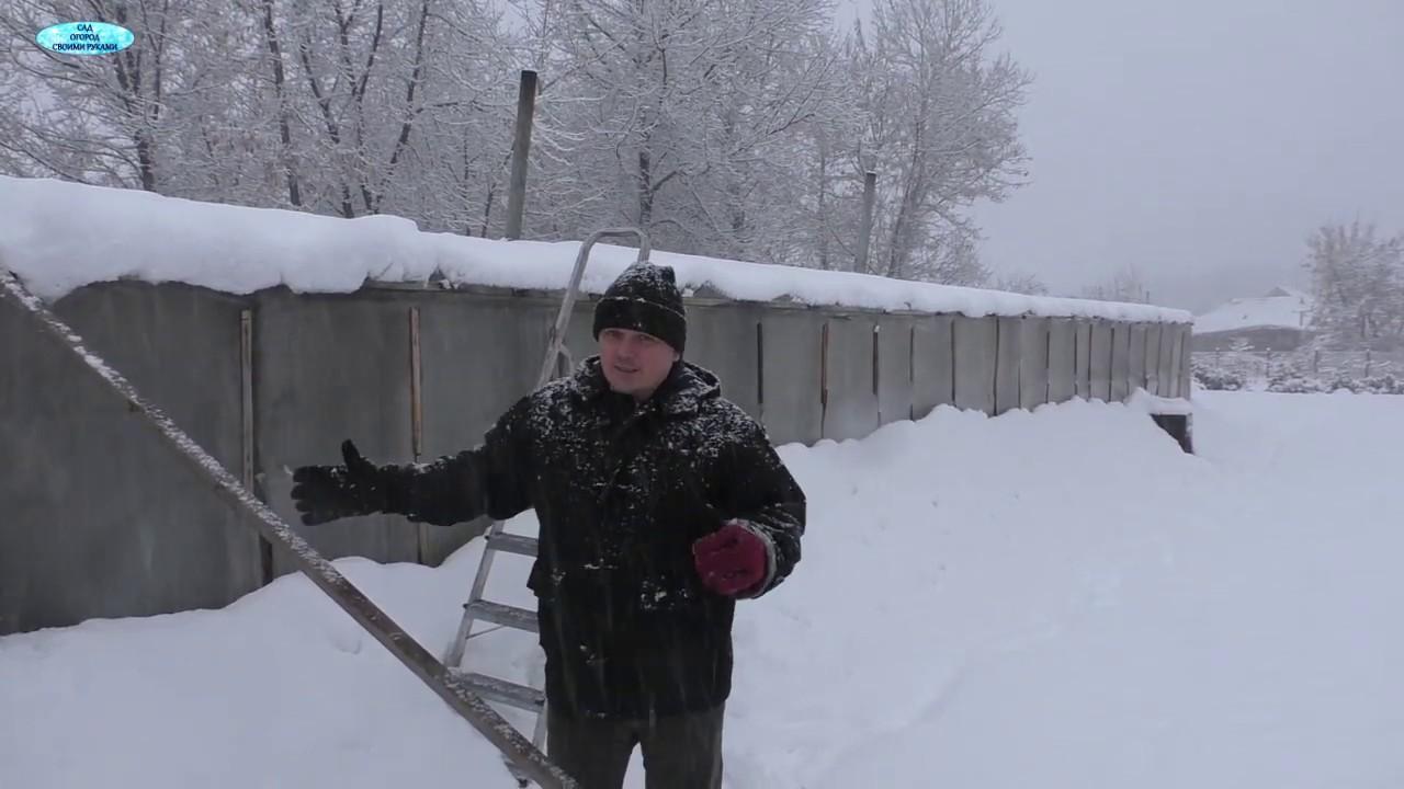 Срочно чистим теплицу от снега!