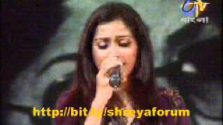 "Shreya Ghoshal singing old classic ""ogo aar kichu to nai"""