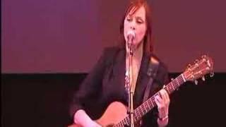"""Suzanne Vega """"Luka"""" Live"""