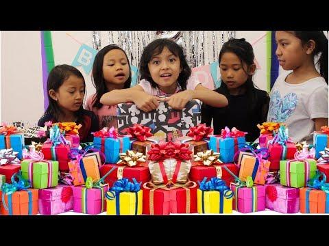 Heboh nyaaaaaa... Charma Buka Kado Ulang Tahun ♥ Opening Birthday Gifts Surprise