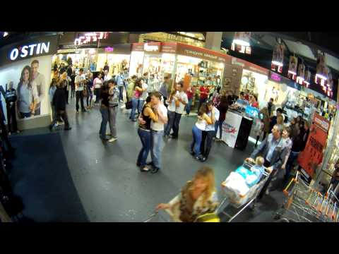Видео: Kizomba-flashmob summer 2013 Томск Кизомба
