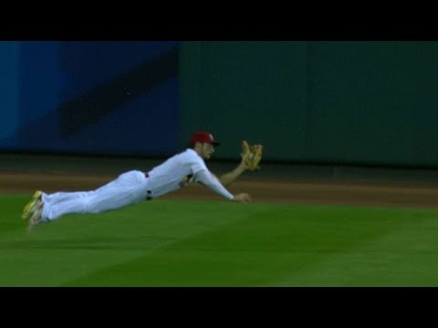 Grichuk robs Heyward, gets a tip of the cap