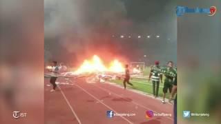 Detik-detik Amuk Bonek di GBT Surabaya Setelah Persebaya Kalah dari PSS
