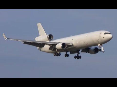 Heavy traffic at Liège airport - Big cargo planes