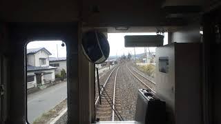 かつては特急列車の停車駅だった長いホームの一戸駅に到着するIGRいわて銀河鉄道上り701系の前面展望