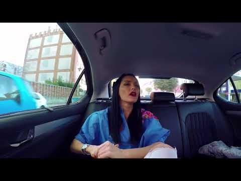 'Mos i fol shoferit' - Eliona Pitarka në taksinë e Rudina Dembacaj