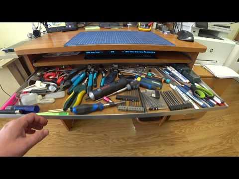Выдвижные полки под рабочий стол для инструмента.