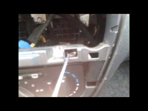 Citroen C3:  Cambio de bombillas en mandos de A/A.