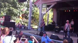 r5 performing loud at six flags