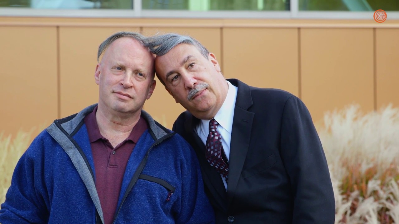 heartwarming-man-shares-combover-with-bald-man-in-need