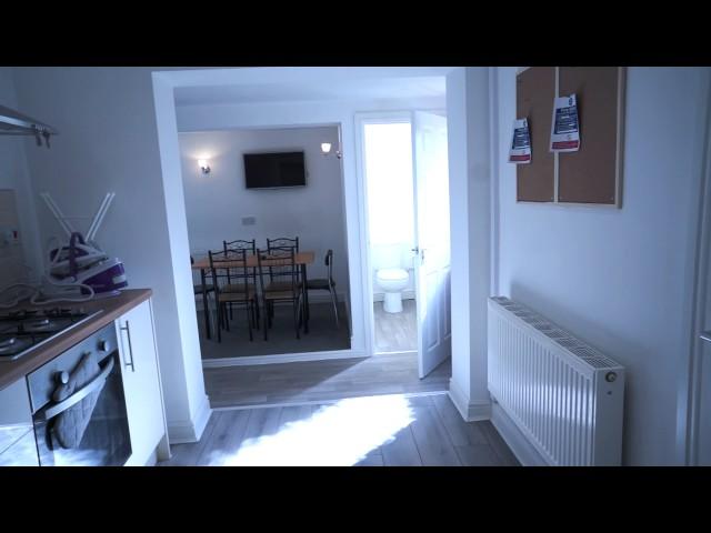Double En-suite Room in Wednesbury  Main Photo