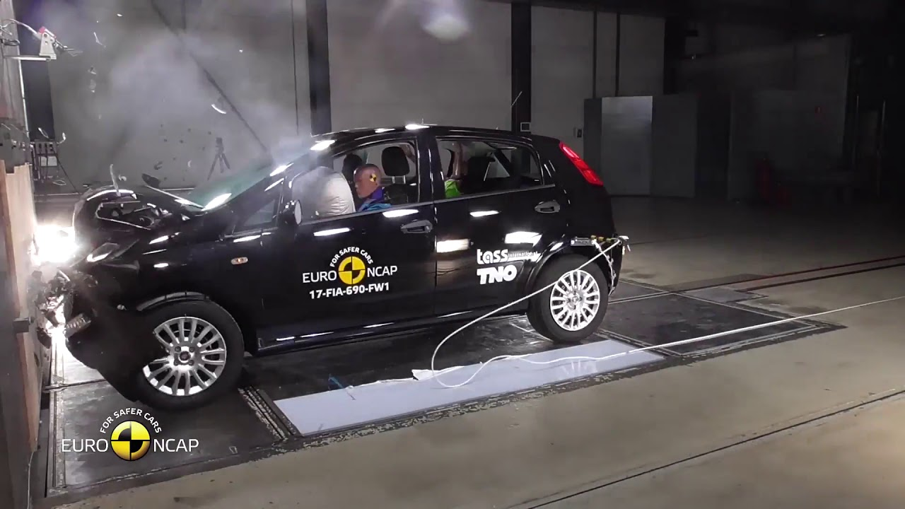 news test autoevolution grande crash facelift spyshots punto fiat