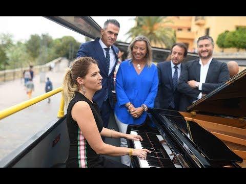 Un autobús lleva la música del Festival Internacional de Piano a rutas por la ciudad