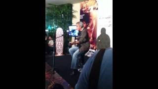 Iwan Fals - Batas tak berbatas @ Film Batas Gala Premier