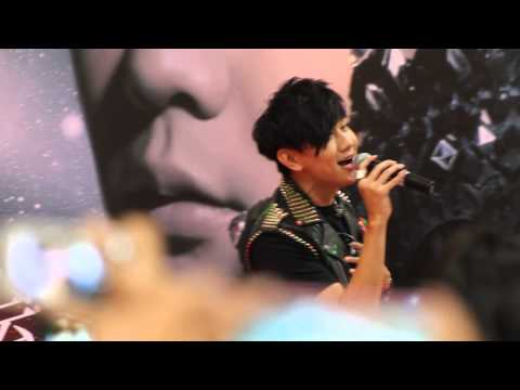 060913 JJ Lin 林俊杰 修煉愛情 singing Practice Love  in Fansign Singapore