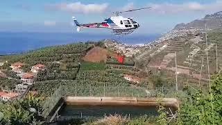Imagens mostram helicóptero a abastecer para combater chamas na zona do Vasco Gil